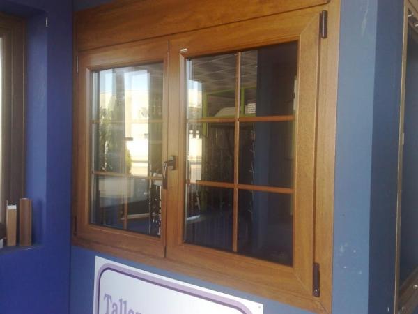Casa de este alojamiento ventanas de madera y pvc hoco for Ventanas pvc color madera